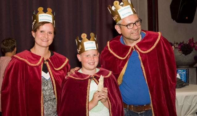 Het koningspaar en de jeugdprins van Dijkhoek. Foto: PR