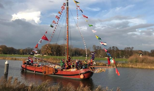 Zaterdag 24 november omstreeks 14.30 uur zal de pakjesboot met Sinterklaas en zijn Pieten aan komen varen. Foto: PR