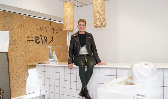 Kris van Langen in haar nieuwe winkel in aanbouw. Foto: Frank Vinkenvleugel