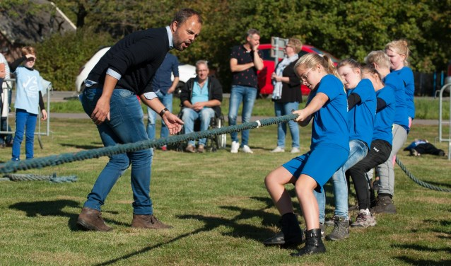 De winnaars van het schooltouwtrektoernooi De Leer uit Hengelo. Foto: Achterhoekfoto.nl/Paul Harmelink,