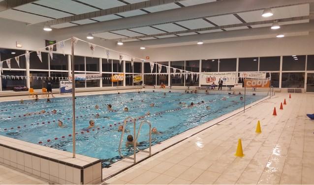 In het binnenbad in Terborg wordt de zwemvierdaagse gehouden. Foto: PR