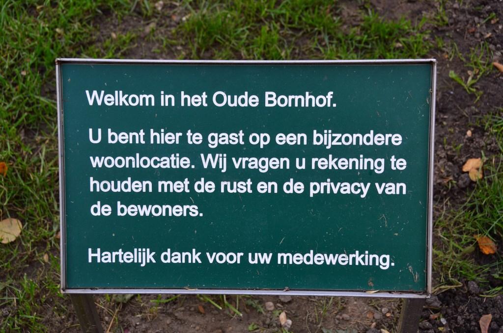 Bordje in het plantsoen van het Oude Bornhof. Foto: Alize Hillebrink  © Achterhoek Nieuws b.v.