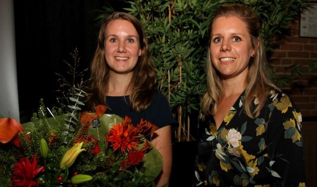 Heleen Faber stelde tijdens de relatiedag toerisme in Vorden haar opvolgster Renate Rikkers voor. Foto: Liesbeth Spaansen