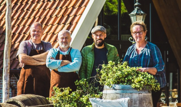 Boudewijn Alberink (Erve Korts) Frank Hurkens (Heeren van Borculo) Rick van Embden (Vloermouterij Masteveld) Riet Hogenelst (Hogenelst Hop). Foto: Roland Hurkens