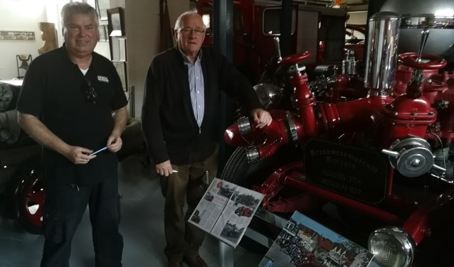 FHan Kamphuis (links) en Herman Kistemaker in het Brandweermuseum. Foto: Rob Weeber