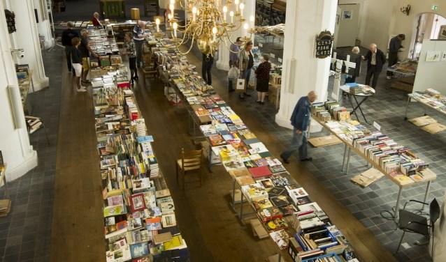 Een overzichtsfoto van de boekenmarkt. Foto: PR