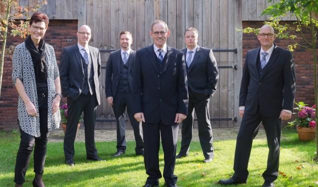 Het team van Ruiterkamp Uitvaartverzorging. Foto: Patrick Riethorst