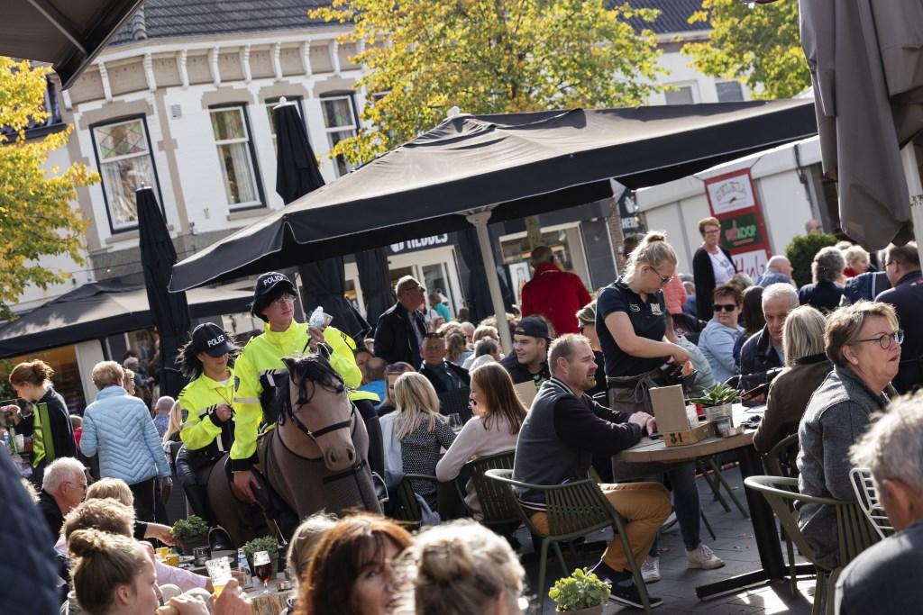 Politie te paard? Foto: Jorieke Philippi  © Achterhoek Nieuws b.v.