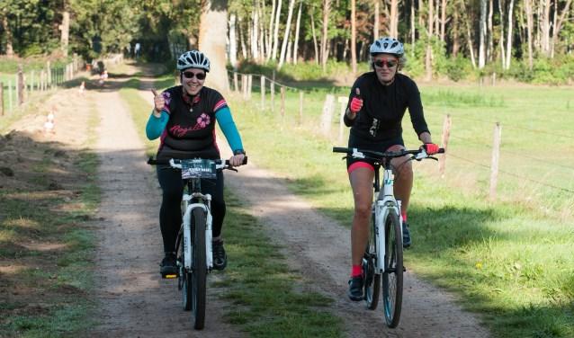 De Vordenaren Annemie Nijhof en Marieke Peters namen voor het eerst aan een toertocht deel. Foto: Achterhoekfoto.nl/Paul Harmelink.