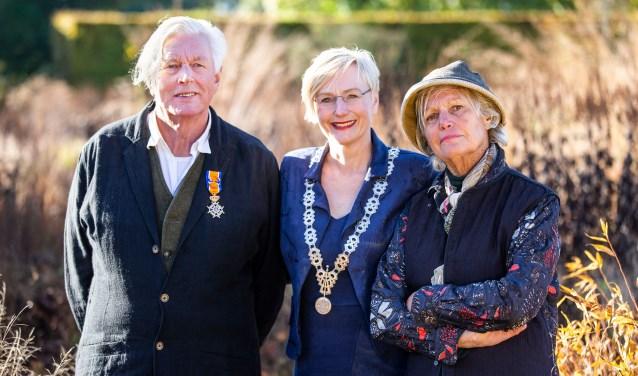 Piet Oudolf, burgemeester Marianne Besselink en Anja Oudolf. Foto: PR