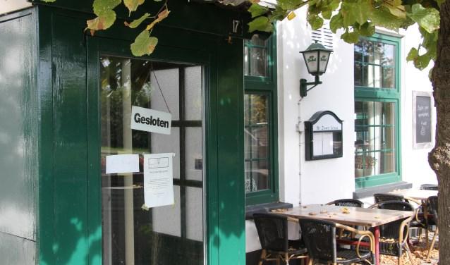 De deuren van Eetcafé en Bowling Het Zwarte Schaar zijn gesloten. Foto: Liesbeth Spaansen