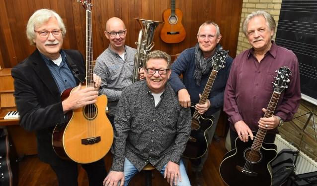 Hans Beernink, Hans Westerveld, Frans van Gorkum, Wim Jansen en Stef Geurtzen. Samen vormen zij GoedVolk. Foto: PR