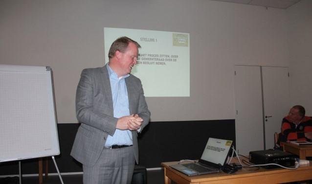 Guido Uland bracht zes stellingen ter discussie. Foto: Lydia ter Welle