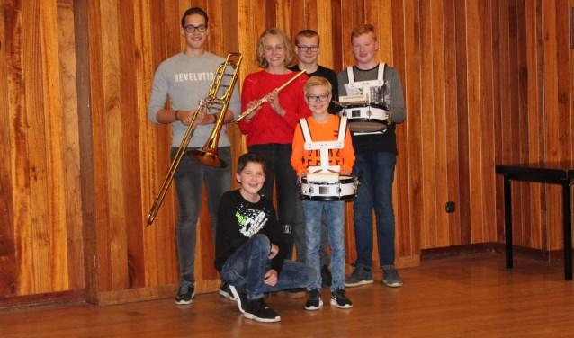 De aangeschafte instrumenten zijn ter beschikking gesteld aan jeugdleden. Foto: PR