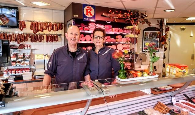 Dick en Hetty Vlogman in hun Vordense slagerij. Foto: Luuk Stam