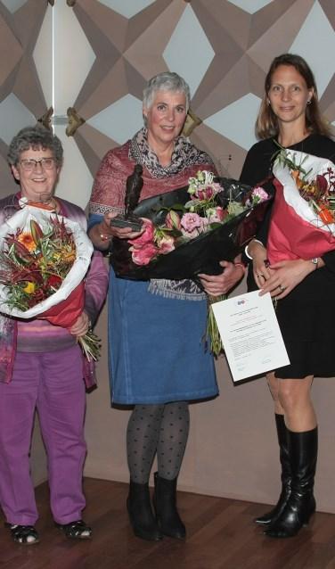 Bianca van Gelderen (Jongeren film studio Beilen), Franka Stas en namens JAFA Juliëtte Hofman (vlnr). Foto: Pieter Ernst Uyt den Boogaard