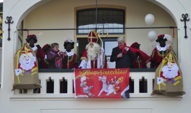Op het balkon van 't Raedhuys is de officiële ontvangst. Foto: PR