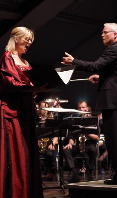 Irma ten Brinke en dirigent Tijmen Botma met Psalm 150  tijdens een concert in maart. Foto: G.W. Huinink