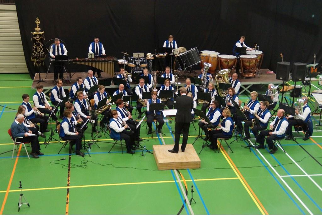 De harmonie onder leiding van Wolbert Baars. Foto: Rudy Gerrits  © Achterhoek Nieuws b.v.