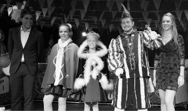 De nieuwe prins en jeugdprinses met hofdame en adjudanten. Foto: PR