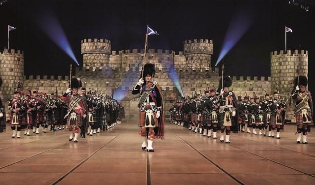 Veel spektakel bij het optreden van de Music Show Scotland, en nu komt ook nog het Jostiband Orkes optreden. Foto: PR