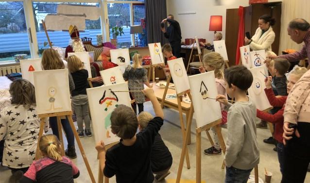 Een van de activiteiten is het schilderen van Sinterklaas. Foto: PR