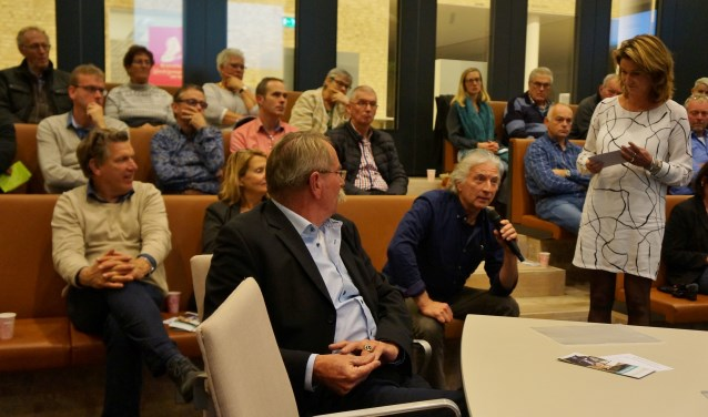 Veel ondernemers lieten zich op het gemeentehuis van Bronckhorst informeren over de kansen van duurzaam ondernemen. Foto: PR