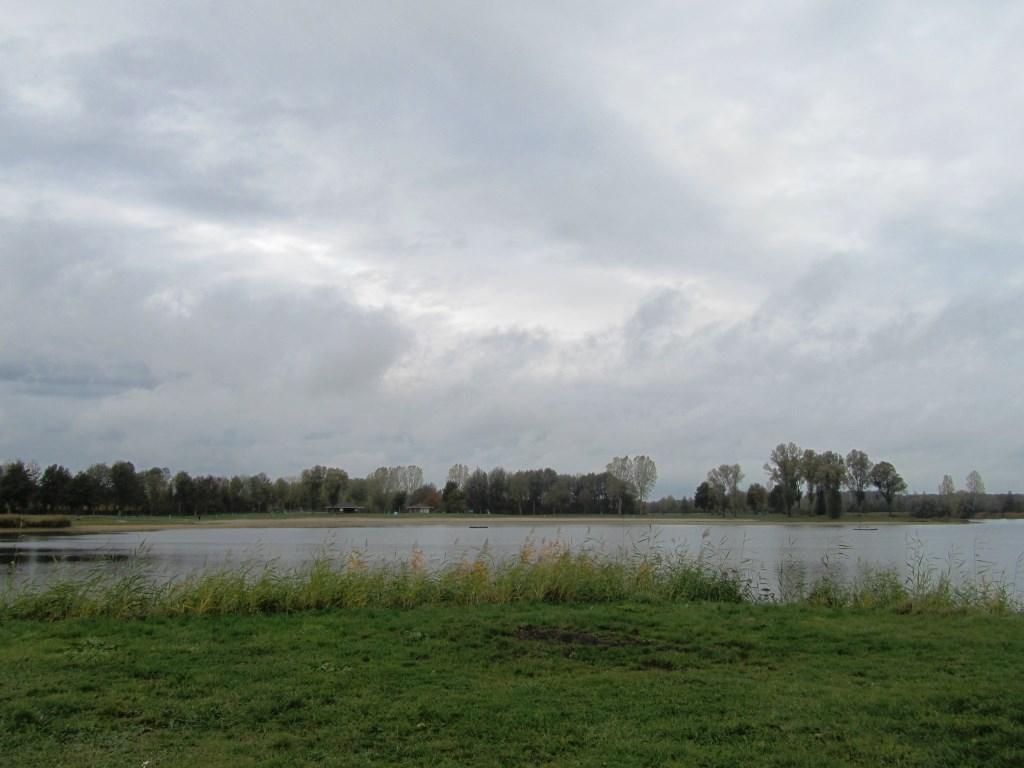 Het uitzicht over de Slingeplas. Foto: Bernhard Harfsterkamp  © Achterhoek Nieuws b.v.