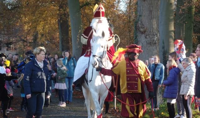 Sint trok op zijn paard Americo naar het dorp. Foto: Jan Hendriksen