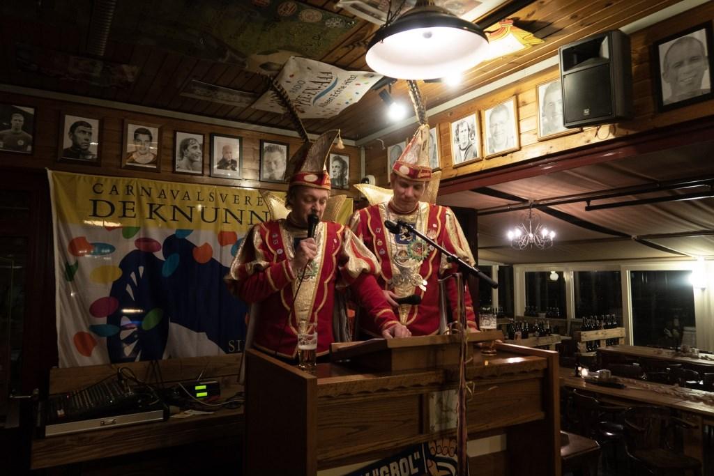 Adjudant Maurice (links) en prins Henk-Jan in de Grol-kantine eerder dit jaar. Foto: John Ligtenberg