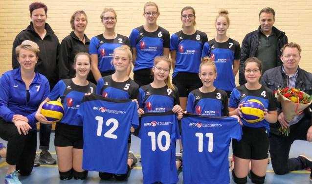 SV Halle volleybal meisjes C1 met hun sponsoren. Foto: Inge Vrieze