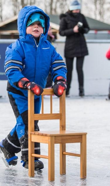 Leren schaatsen volgens de Hollandse School, dat kan binnenkort in het centrum van Varsseveld. Foto: Burry van den Brink