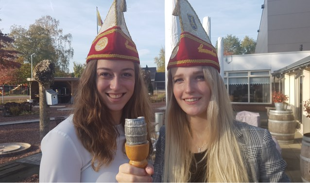Loran (l) en Mohlin zijn de nieuwe voorzitters van de Tönnekes. Foto: Kyra Broshuis