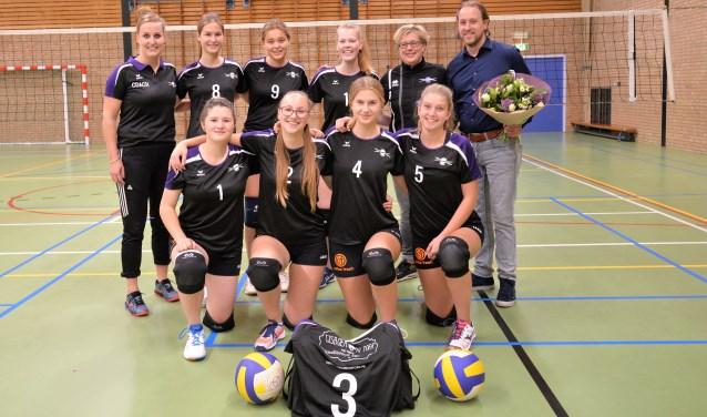 Focus meisjes A met sponsor Ronald Pelgrom. Foto: Gerrit Kempers