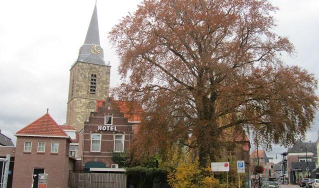 De toren van de kerk op de Markt wordt volgend jaar gerestaureerd. Foto: Bernhard Harfsterkamp