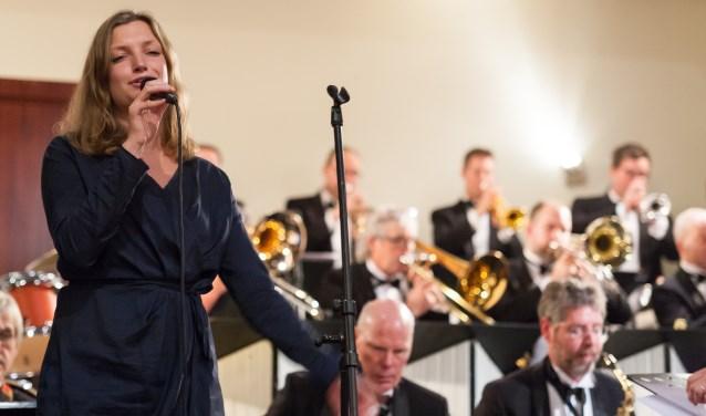 Marit van der Lei zingt bij Bigband Melody & Rhythm. Foto: PR