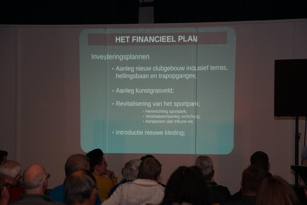 Het financieel plan werd uitgebreid uit de doeken gedaan. Foto: Frank Vinkenvleugel  © Achterhoek Nieuws b.v.