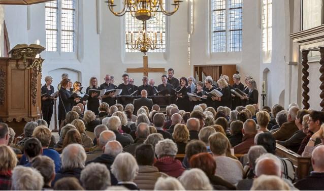 Eerste concert koor Sereen zingt in een volle kerk. Foto: Henk van Raaij