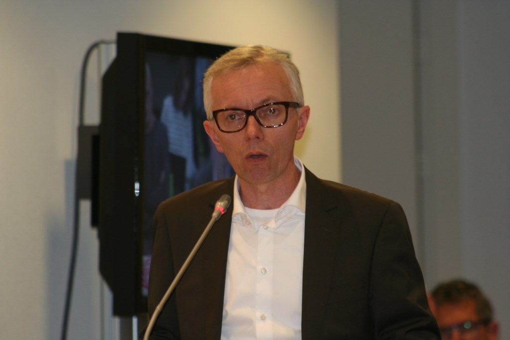 Richard Klein Tank van de PvdA pleit voor een actiever energiebeleid. Foto: Kyra Broshuis  © Achterhoek Nieuws b.v.