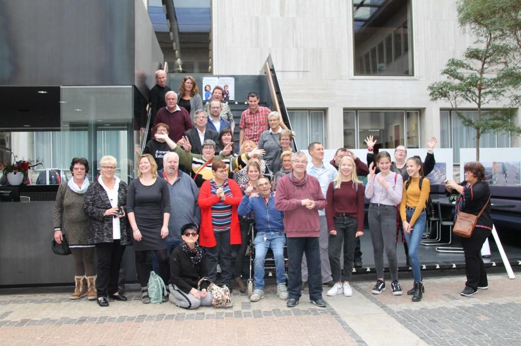 Een nog wat tamme groepsfoto vooraf. Foto: Annekée Cuppers  © Achterhoek Nieuws b.v.