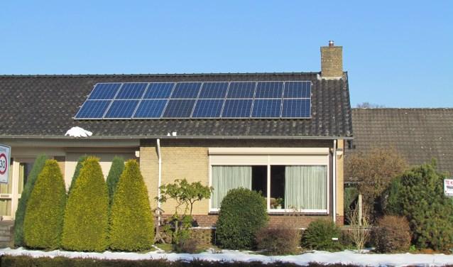 Zonnepanelen op een dak van een woning vormen een steeds meer gebruikelijk beeld. Foto: Rob Stevens