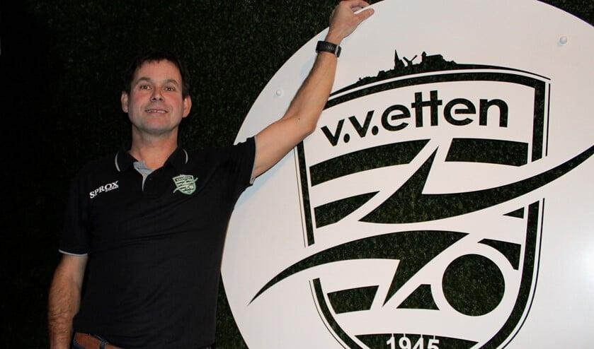 Etten-trainer Ruud Pastoor in de vernieuwde sportkantine op sportpark De Treffer. Foto: John van der Kamp