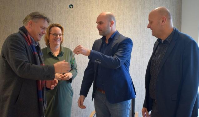 André Endeman, Ingeborg Meijer, Koen van Hal, van Klaassen Groep, en Jaap Spreij tijdens de sleuteloverdracht. Foto: Jeroen Garritsen