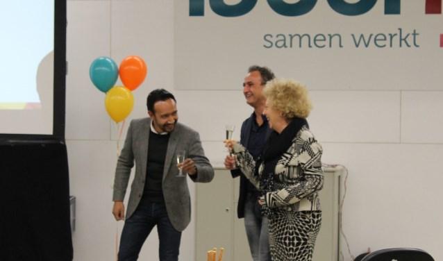 Eric Masela (directeur MAAK), Metin Durmus (directeur MVO) en Betty Talstra (algemeen directeur van Laborijn) toosten op het succes. Foto: Kristel te Bokkel