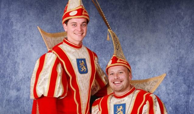 Zittend prins Ivo I en staand adjudant Mark van CV De Knunnekes tijdens de carnavalscampagne 2018-2019. Foto: PR CV De Knunnekes