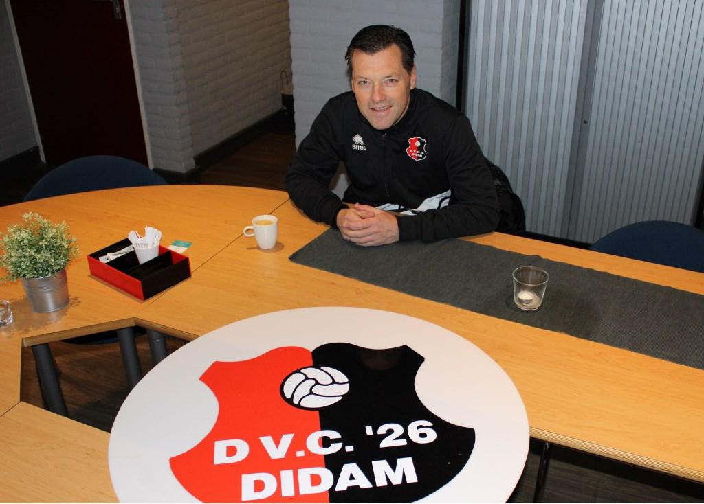 DVC'26 trainer Jan Oosterhuis wil met zijn DVC omhoogkijken. Foto: John van der Kamp  © Achterhoek Nieuws b.v.