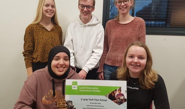 De winnaars: boven vlnr Emily de Hollander, Jip Oostendorp en Eva Hoog Antink. Onder Romaissae Taouil en Roos Hulshof. Foto: Kyra Broshuis