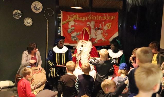 De Sint wist over alle kinderen wat te vertellen. Foto: PR