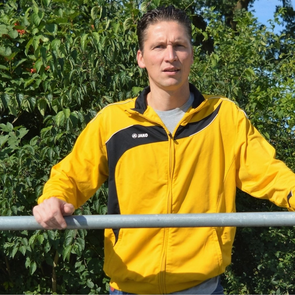 Manfred Graven, trainer van VIOS B. Foto: PR  © Achterhoek Nieuws b.v.