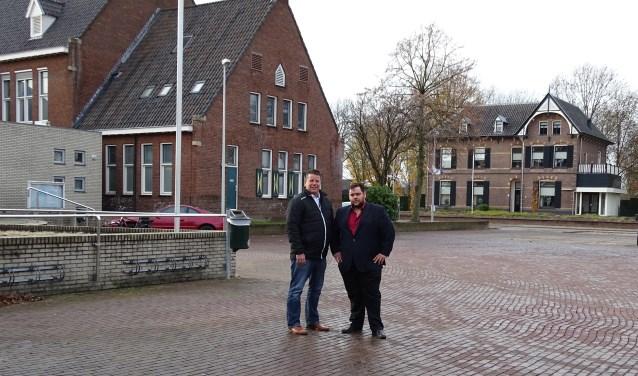 """'Rob Mos en Roy Polman op het Raadhuisplein: """"De onduidelijkheid blijft bestaan.' Foto: PR"""